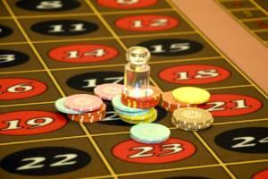kasinopöytä ja pelimerkit